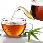 Il segreto delle ossa forti: bere almeno tre tazze di tè al giorno