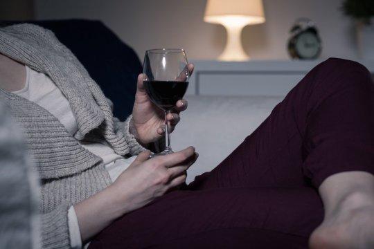 L'alcol produce gli stessi effetti degli antidepressivi ad azione rapida