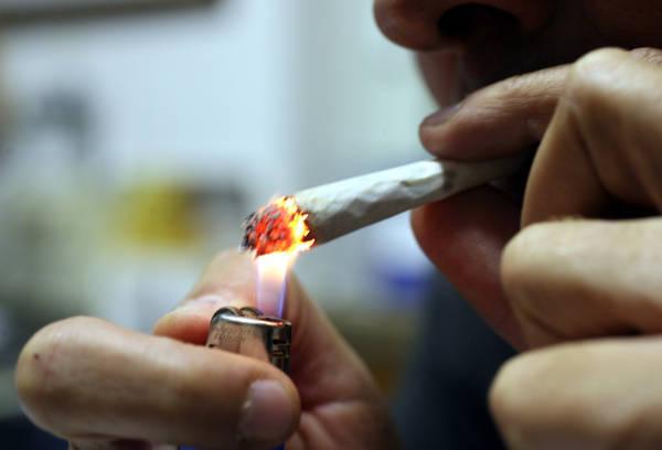 Uso di marijuana può aumentare il rischio di osteoporosi e fratture ossee