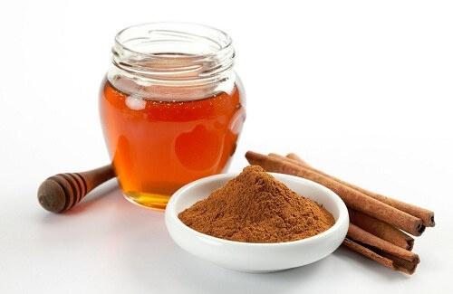 Miele e cannella: un rimedio naturale per molti problemi di salute